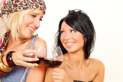 Halvparten av norske kvinner drikker alkohol på hverdager, de fleste uvitende om sammenhengen mellom alkohol og brystkreft.